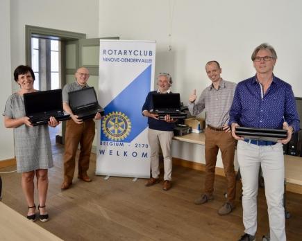 Overdracht PC aan Schepenen stad Ninove